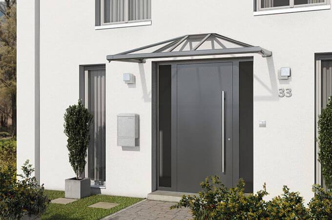 ein vordach ist die perfekte erg nzung zur haust r. Black Bedroom Furniture Sets. Home Design Ideas