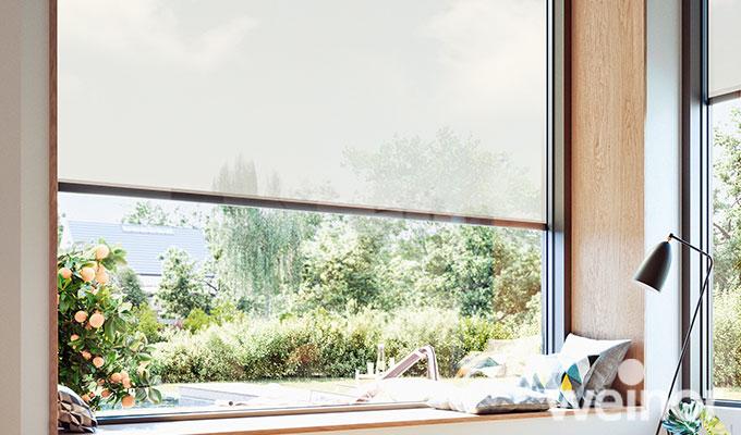 Fenster außenansicht haus  Markise vor dem Fenster schützt vor Hitze und Blicken